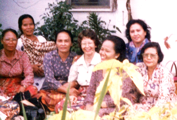 Medan/Babura retreat - Margie in the centre surrounded by 'her ladies'